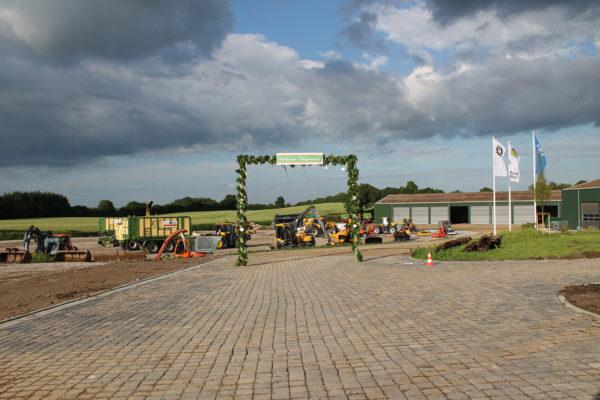 Einweihung der neuen Betriebsstätte mit neuem Bürogebäude, Werkstatt und Maschinenhalle